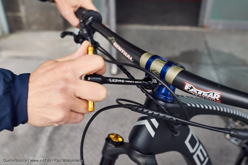 Einer von zehn Fehlern bei der Fahrradreparatur ist es, beim Anziehen von Cabonteilen keinen Drehmomentschlüssel zu verwenden.