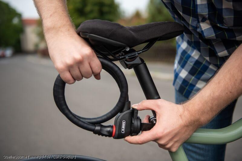 Diese 8 Dinge brauchen Fahrradfahrer: Ein gutes Fahrradschloss schützt vor Langfingern