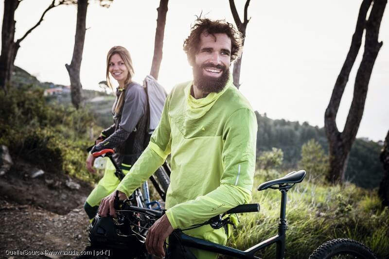 Diese 8 Dinge brauchen Fahrradfahrer: Spezielle Bekleidung für das Radfahren tragen dazu bei, dass man auch bei schwierigen Bedingungen weiterhin Spaß hat